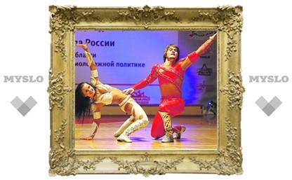 Воздушные танцоры и летающие девушки