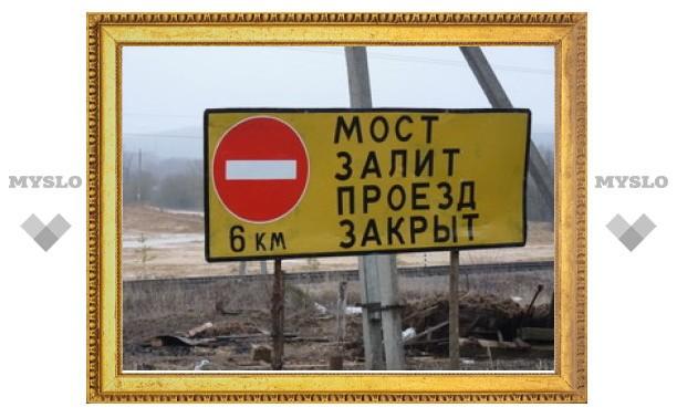 Мост в деревне Федоровка залит водой