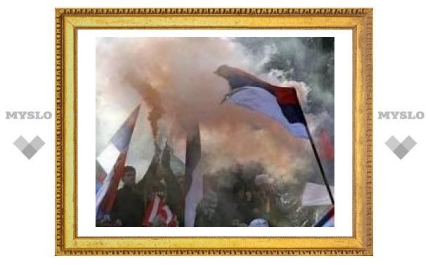 100-тысячный митинг в Белграде закончился битвой
