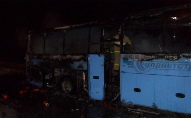 Вечером 13 января в Туле сгорел автобус