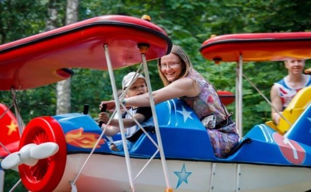 Весь май дети смогут покататься на аттракционах Центрального парка за 50 рублей