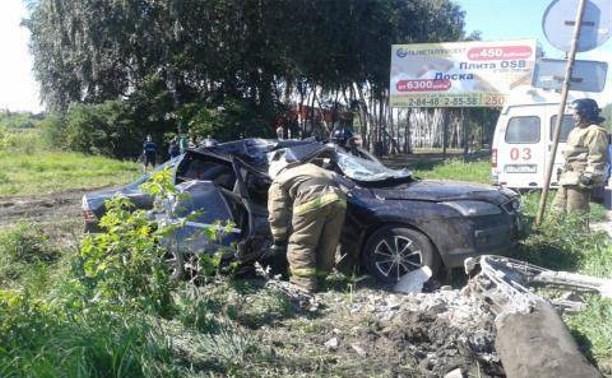 В Новомосковске водитель «Форда» разбился насмерть, врезавшись в столб