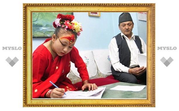 """Непал: """"живая богиня"""" сдала школьные экзамены"""