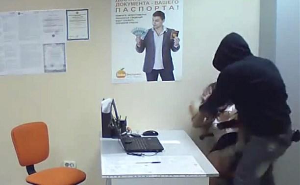 В Щекино грабитель жестоко избил сотрудницу микрофинансовой организации