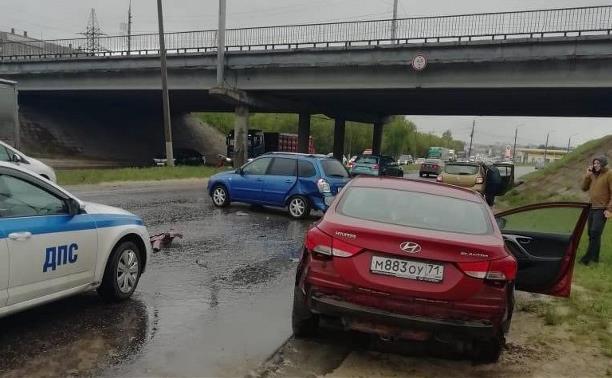 На улице Рязанской в Туле в двух ДТП столкнулись шесть машин