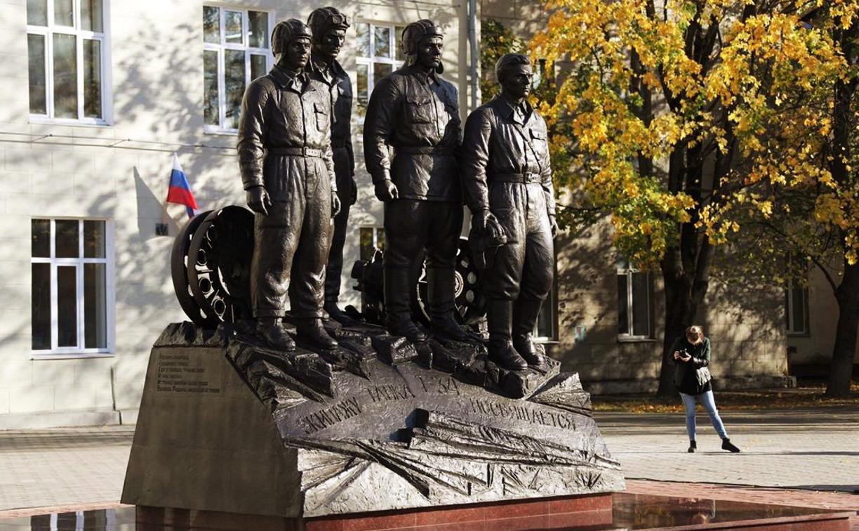 В Туле открыли памятник экипажу танка Т-34: фоторепортаж