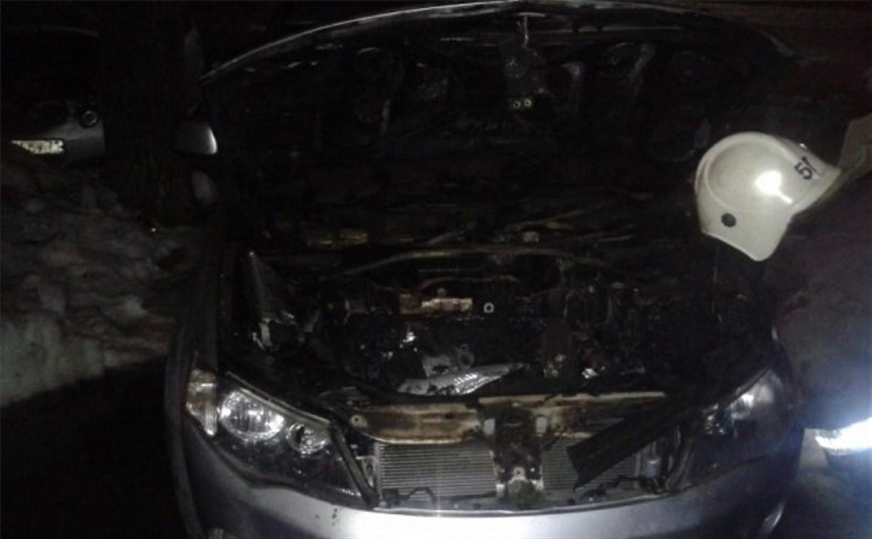 Ночью в Новомосковске горели две иномарки