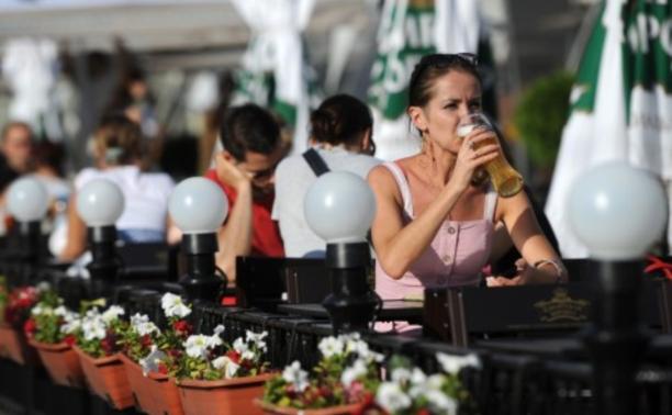 На верандах и террасах летних кафе запретили курить