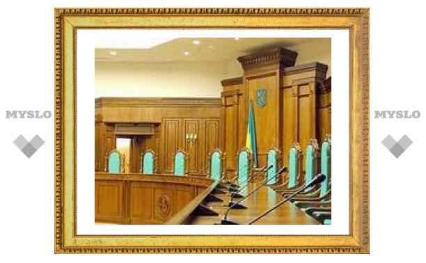 Судьи КС Украины прорвались на работу с помощью спецназа