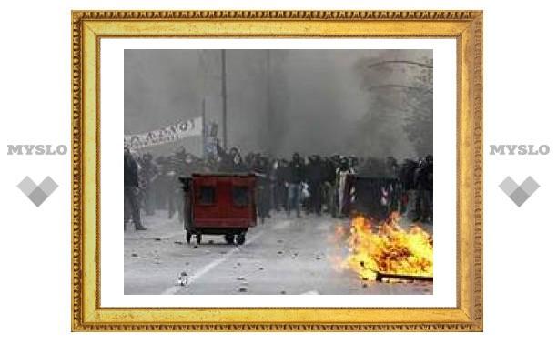 На улицы Трикалы вышли около тысячи протестующих