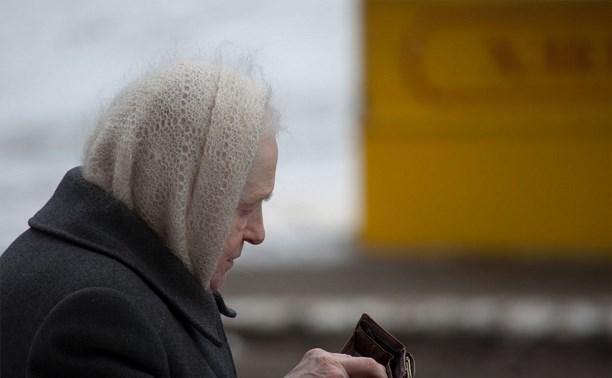 В Болохово двое парней вырвали у пенсионерки пакет с 41 000 рублей