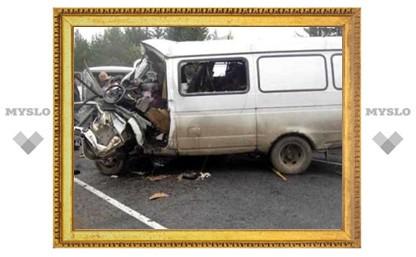 Утром 29 февраля под Тулой иномарка врезалась в стоящую на дороге «Газель»
