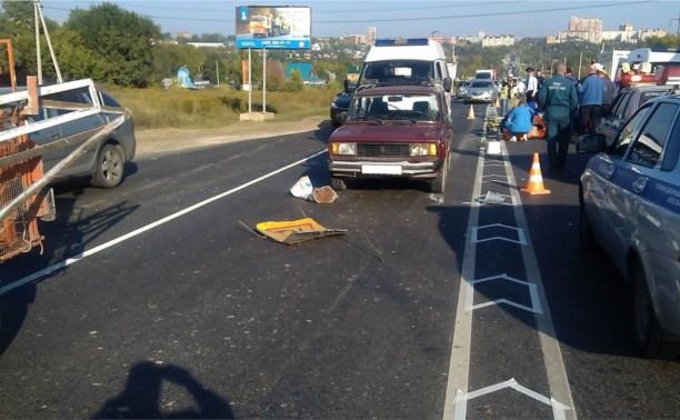 В районе «Метро» пенсионер сбил двух дорожных рабочих