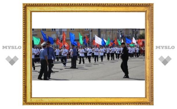 В параде участвуют 15 тысяч туляков