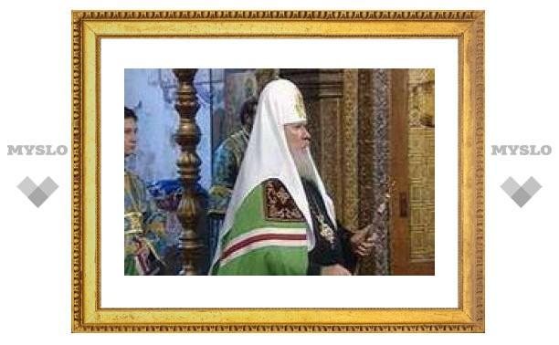 Патриарх возглавил в Успенском соборе Кремля богослужение в память пострадавших за веру в ХХ веке
