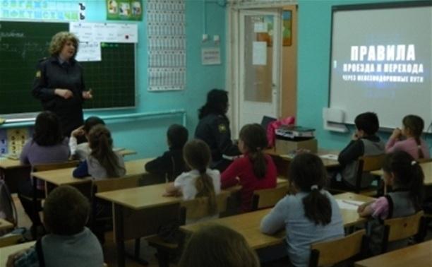Полицейские поздравили школьников с предстоящим Днем защиты детей