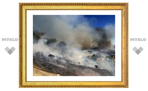 Крупный лесной пожар в Калифорнии угрожает элитным особнякам