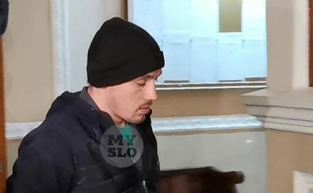 Убийцу школьницы из Бородинского доставили в Тульский областной суд: видео