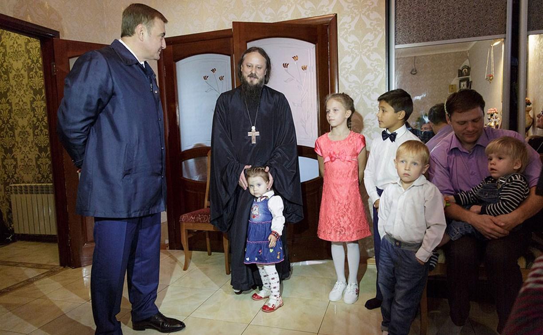 Алексей Дюмин посетил семью тульского священника, усыновившего 17 детей