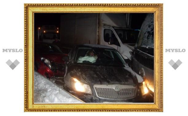 """В Тульской области на трассе """"Крым"""" столкнулись сразу 30 автомобилей"""