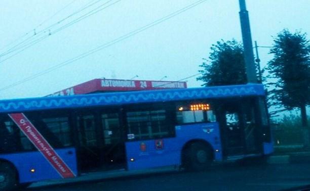 Подаренный Москвой автобус врезался в столб