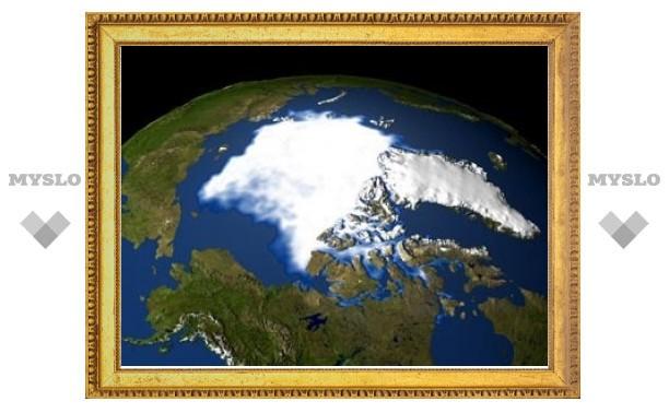 Медведев распорядился наблюдать за Арктикой из космоса