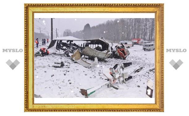 """В Тульской области поезд протаранил """"КамАЗ"""""""