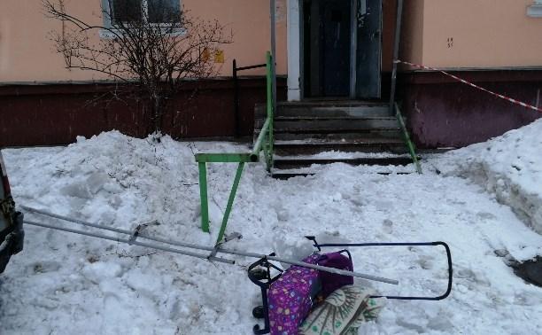 В Туле упавшая глыба льда чуть не покалечила ребенка: прокуратура возбудила дело