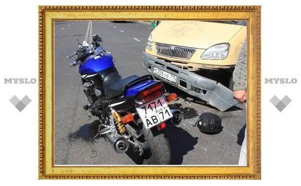 В Туле мотоциклист протаранил инкассаторский броневик