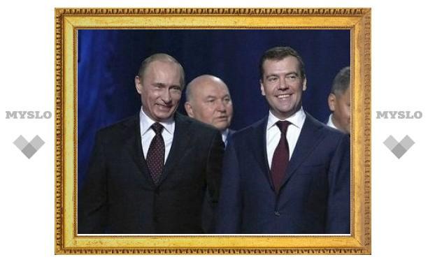 Лужков опроверг слухи о попытке рассорить Медведева и Путина
