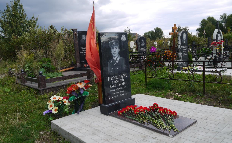 В Узловой установили памятник на могиле считавшегося пропавшим без вести летчика-героя