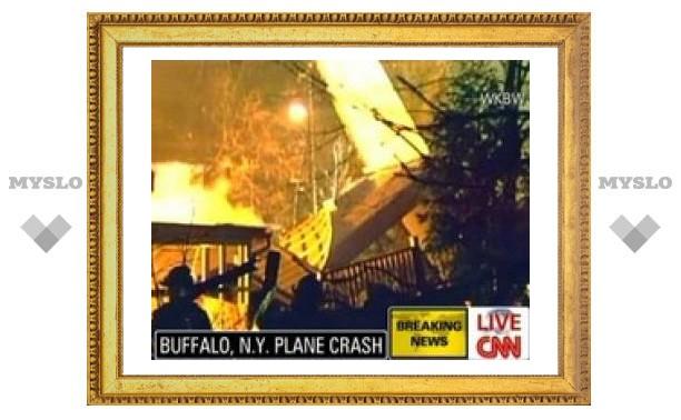 В штате Нью-Йорк самолет врезался в жилой дом
