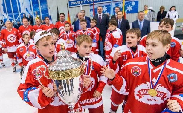 Новомосковские хоккеисты подарили своему городу «Викторию»
