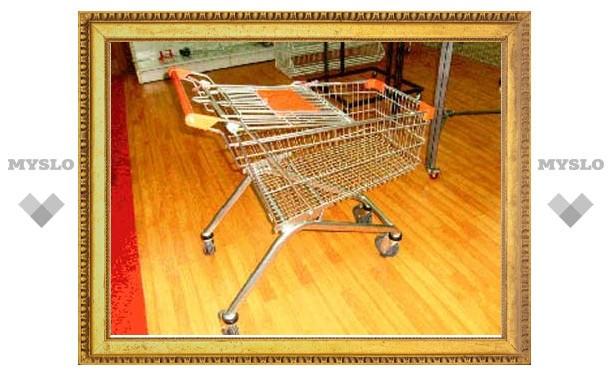 В Туле вор пытался украсть из гипермаркета 8 тележек