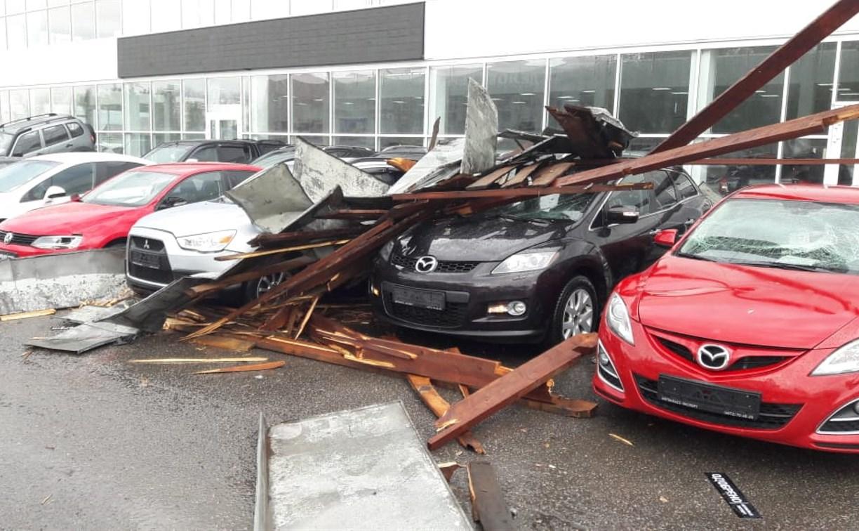 В Туле упавшая кровля повредила 21 автомобиль: «Автокласс» будет требовать возмещения ущерба