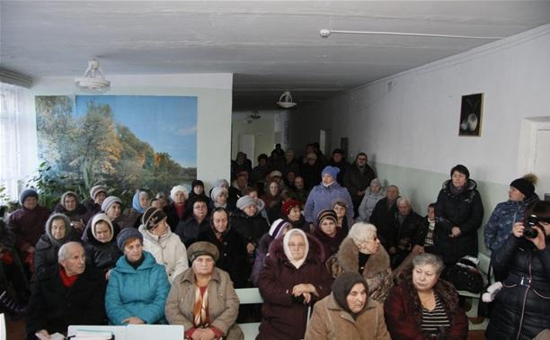 Жители МО Страховское попросили власть снять с должности главу администрации