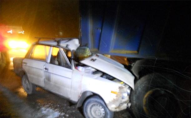 На Новомосковском шоссе «шестёрка» улетела под грузовой буксир