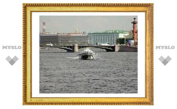На Неве сгорели два прогулочных катера