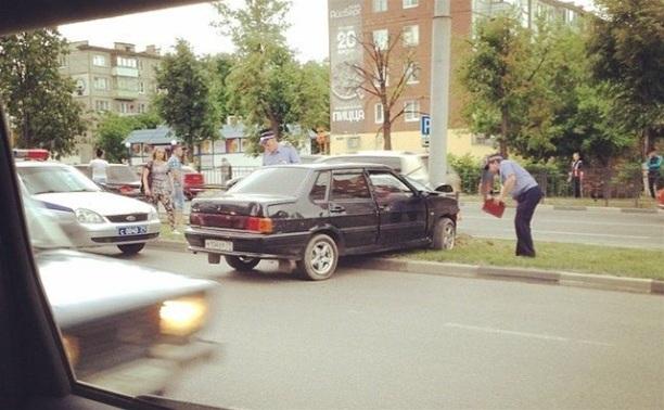 На ул. Ложевой ВАЗ протаранил столб и забор