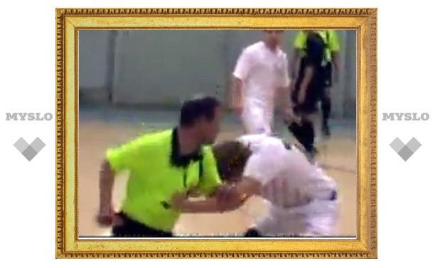 Футбольный тренер в Туле подрался с судьей