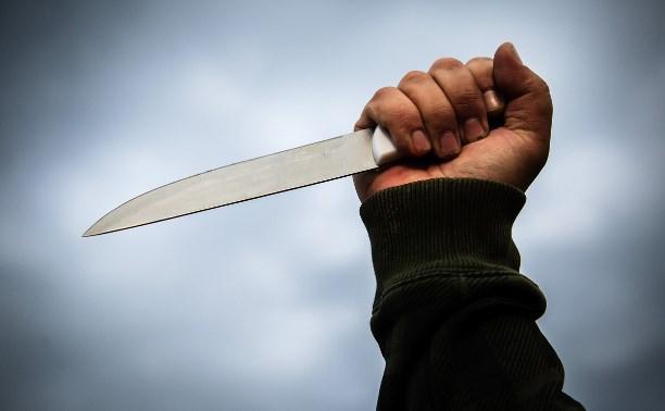В Тульской области пьяный метнул нож в шею своей подруги