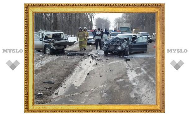 Под Тулой двое погибли в ДТП с тремя авто