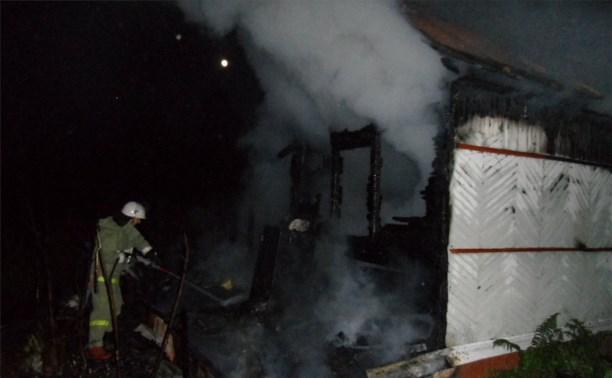 В Туле мужчина погиб на пожаре, успев вытолкнуть жену из горящего дома