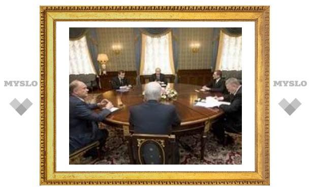 Из-за выступления Путина ежегодное послание Медведева перенесено на осень