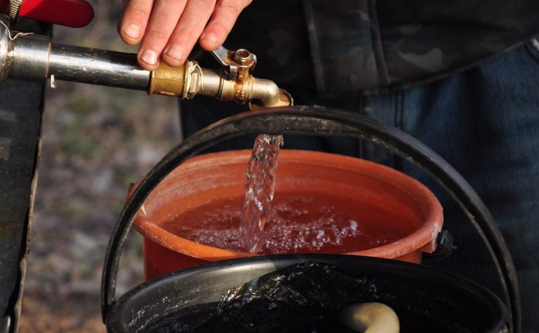 Жителям Скуратово подвозят питьевую воду