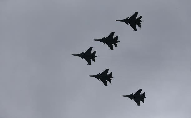 Над Тулой пролетела пилотажная группа «Русские витязи»