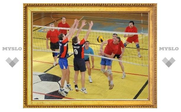 В Тульской волейбольной лиге осталось два претендента на чемпионство