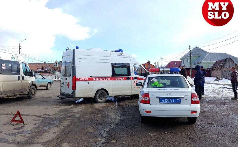 В Туле на улице Кутузова в ДТП попала скорая помощь