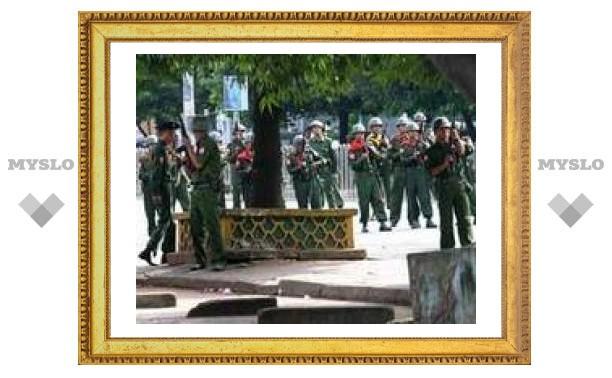 В столице Мьянмы арестованы около ста буддистских монахов
