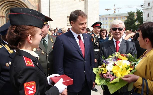 Владимир Груздев поздравил выпускников Московского суворовского военного училища